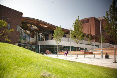 Học bổng Cử nhân Đại học Exeter, Vương quốc Anh năm 2015