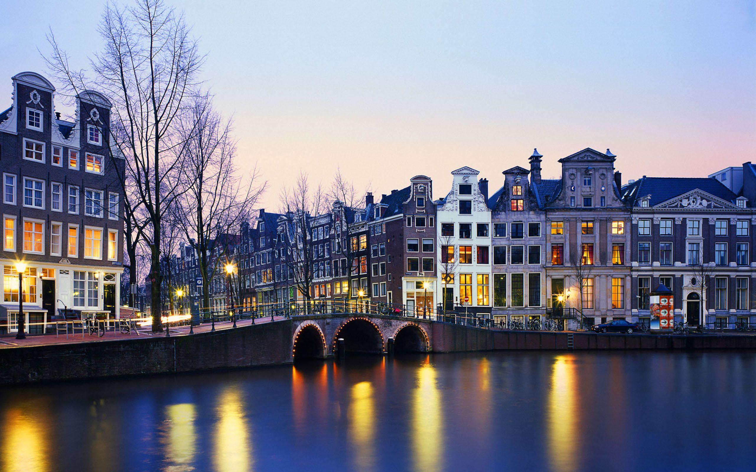 Học Tiến sĩ Vật lý Neutrino tại Đại học Amsterdam, Hà Lan