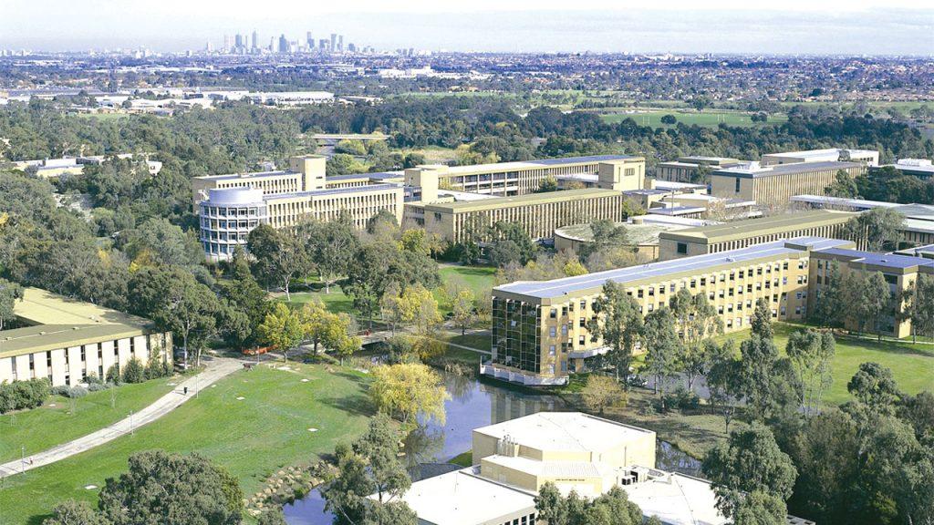 Toàn bô khuôn viên trường đại học La Trode - Melbourne