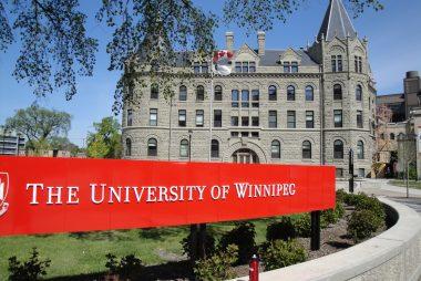 Học bổng Hiệu trưởng trường Đại học Winnipeg, Canada năm 2015 – 2016