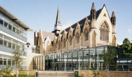 Học bổng Cử nhân Trường Kinh doanh – Đại học Leeds, Anh 2016