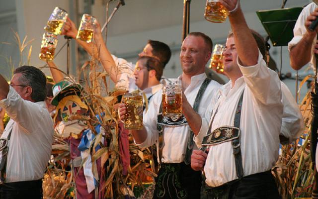 Lễ hội bia (rượu vang) ở Munich