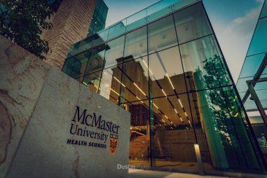 Đại học McMaster, Canada