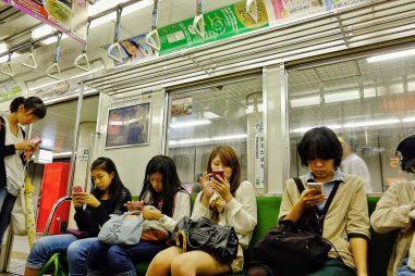 Phức tạp như chuyện dùng điện thoại ở Nhật