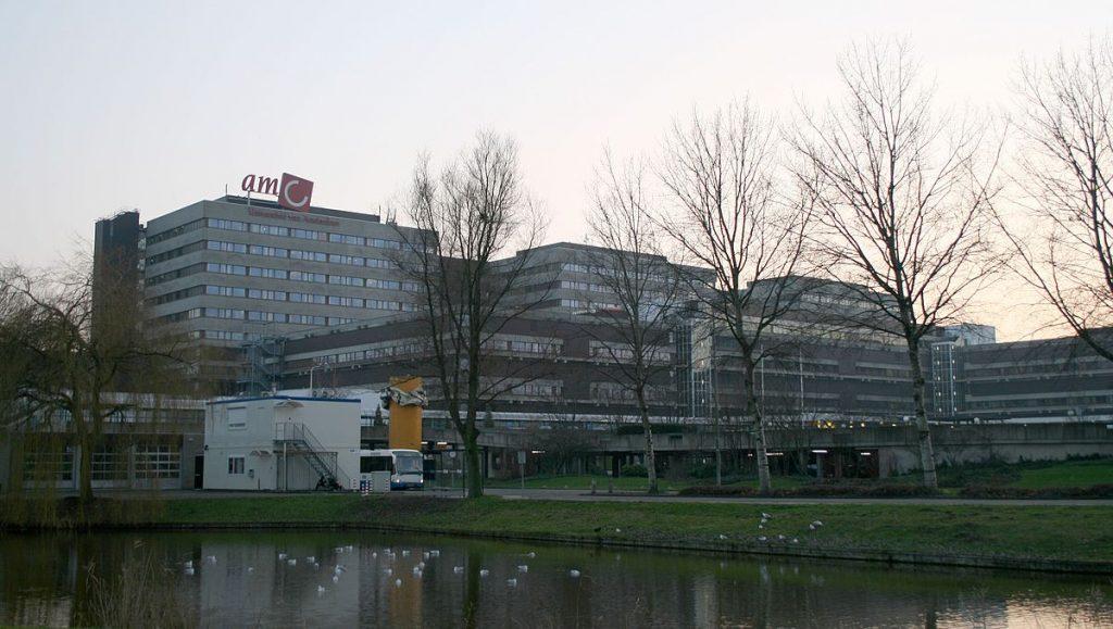 1200px-Academisch_Medisch_Centrum,_Universiteit_van_Amsterdam_(2007)