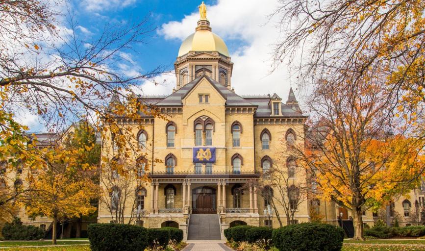 Golden Dome- Biểu tượng của trường