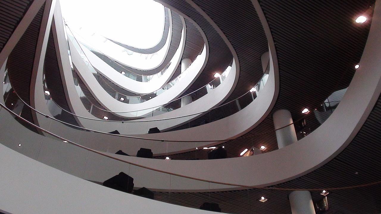 1280px-Aberdeen_University_Library_interior_atrium,_Aberdeen,_Scotland,_UK