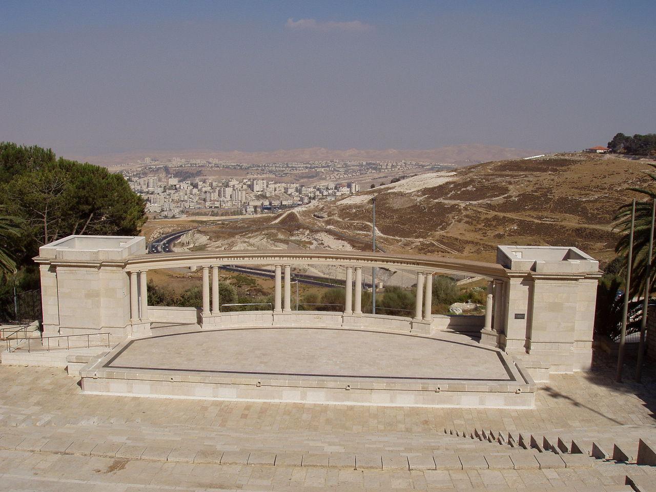 1280px-Amfiteatron-al-shem-Rothberg