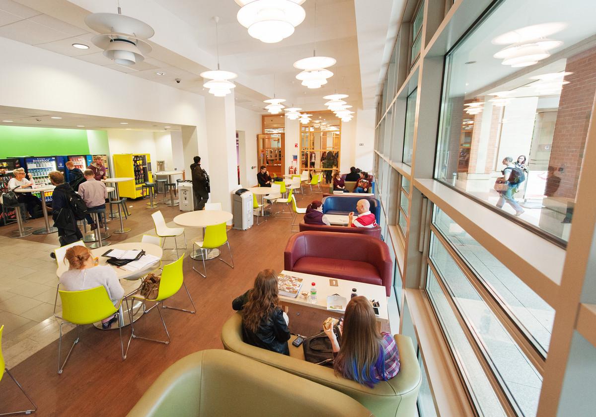 3 Queen's University Belfast