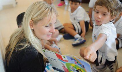Giáo viên người Anh làm việc chăm chỉ hơn hầu hết các đồng nghiệp ở các quốc gia khác