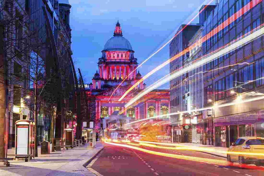 UK-belfast-city-night-street