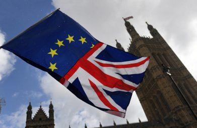 Số lượng người đăng ký bậc đại học tại Anh tăng lần đầu tiên trong 3 năm giữa bối cảnh Brexit